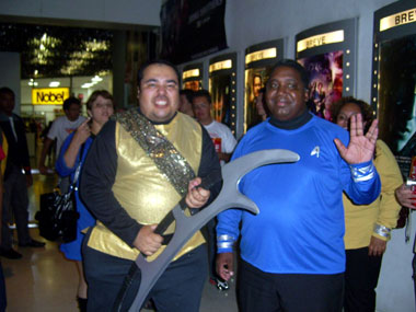 Klingon Michel e um vulcano não-identificado coexistindo pacificamente