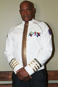 Tony Todd  - Almirante Ramirez