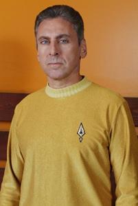 Alec Peters - Capitão Garth da USS Ares