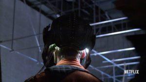 Seria um capacete Klingon, a forma do alien Saru ou um traje espacial?