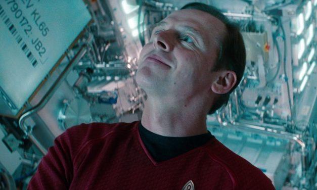 Simon Pegg animado com SJ Clarkson em Star Trek 4